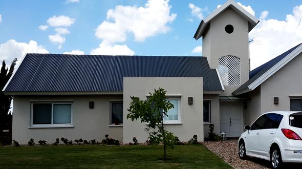 Casa con techo a dos aguas master homes steel framing for Techos de casas modernas