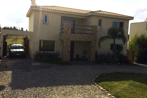 Fachada casa de Lomas de Carrasco