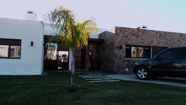 Muy linda casa de una planta