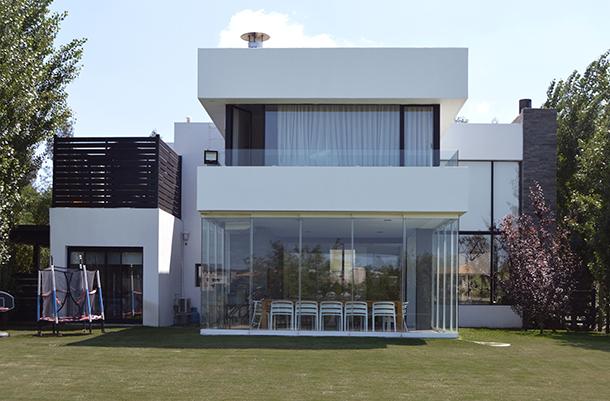 Casa de dos pisos, construida en Lomas de la Tahona